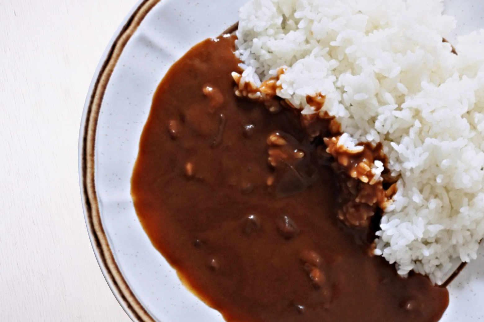 『ハウス ザ・ホテル・カレー コクの中辛』は甘さと辛さが交差する大人の贅沢カレー【食品】