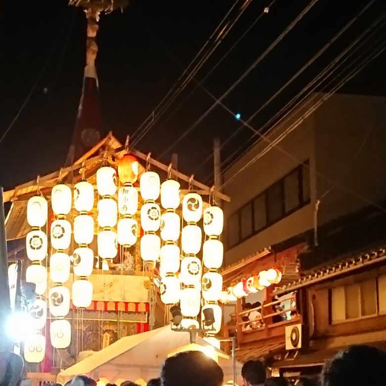 京都の祇園祭宵山の歩行者天国 夜店がメインの写真で簡単に振り返ります【後編】