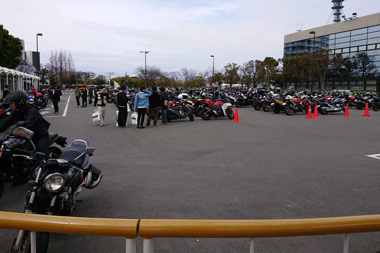 大阪モーターサイクルショー2018の駐車場