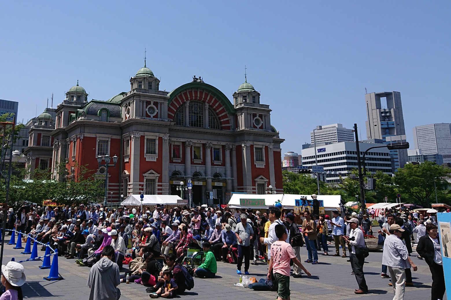 中之島まつりのなにわ橋駅出入口から見える大阪市中央公会堂